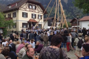 Maibaum-Aufstellen in Oberbayern!