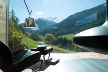 Mit dem Fenster zum Berg